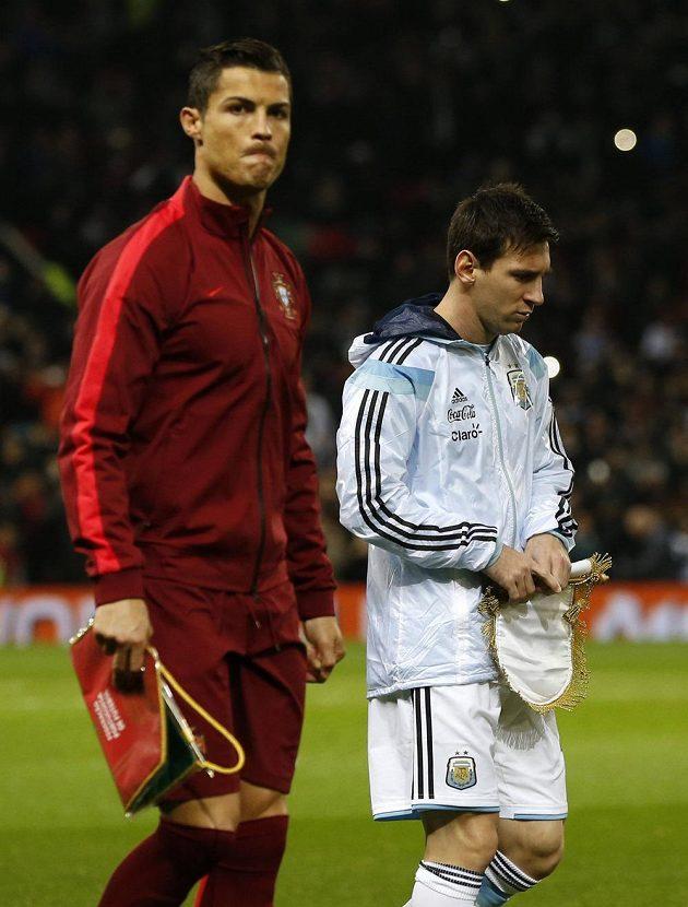 Esa před zápasem: Argentinec Lionel Messi (vpravo) a Portugalec Cristiano Ronaldo.