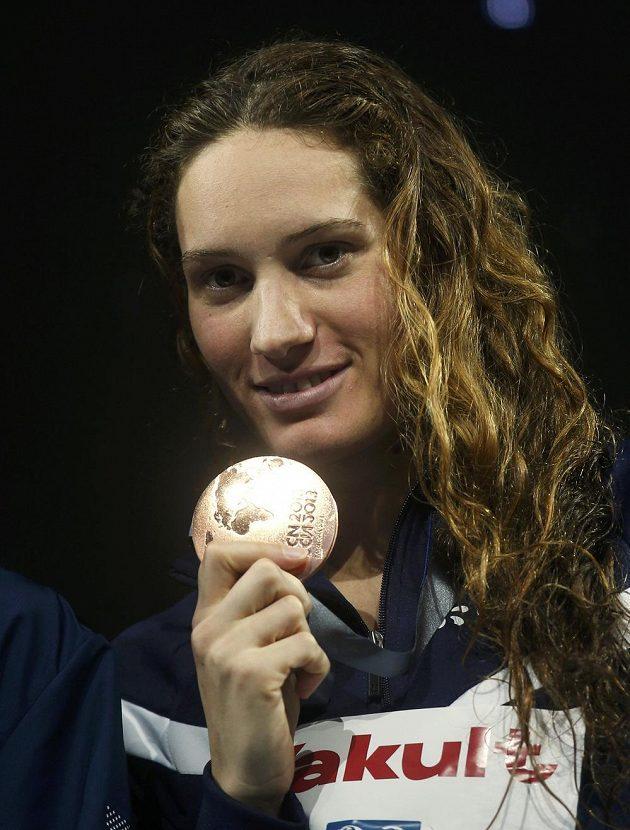 Francouzka Camille Muffatová s bronzovou medailí.