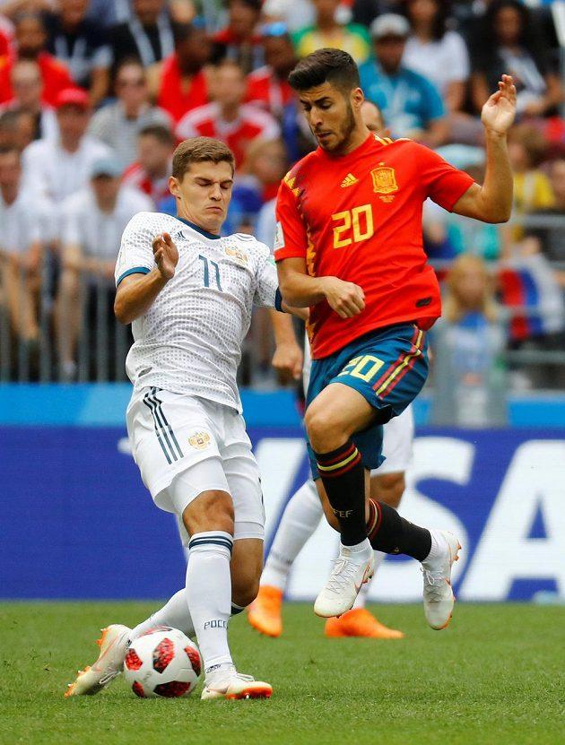 Rus Roman Zobnin a Španěl Marco Asensio.