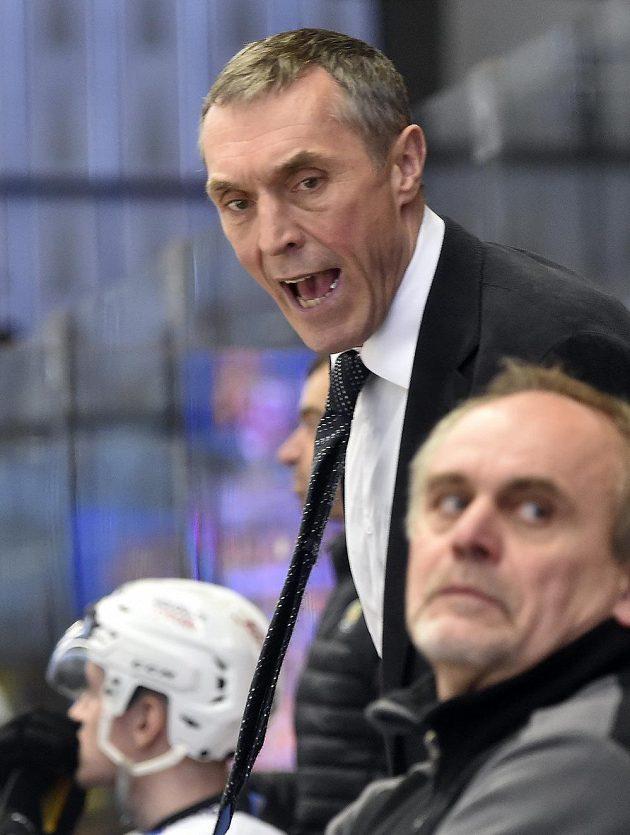 Trenér Karlových Varů Jan Tlačil během utkání 5. kola baráže o hokejovou extraligu mezi HC Dukla Jihlava a HC Energie Karlovy Vary.