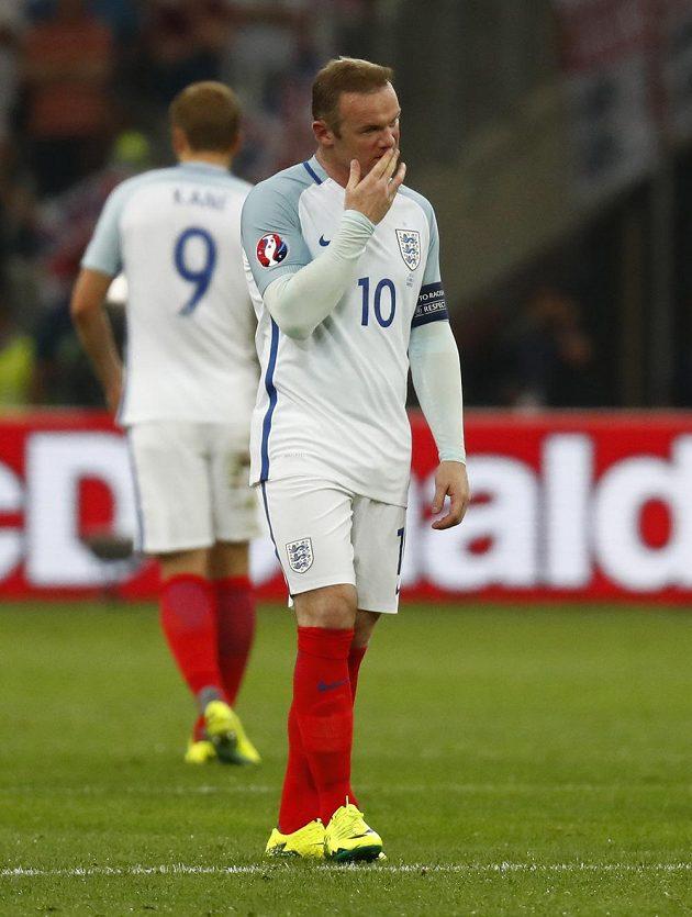 Kapitán Anglie Wayne Rooney během zápasu s Ruskem.