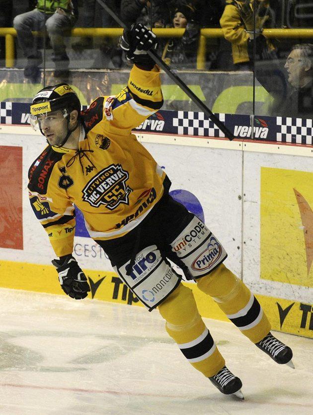 Litvínovský útočník Peter Jánský se raduje ze vstřelení gólu proti Liberci.
