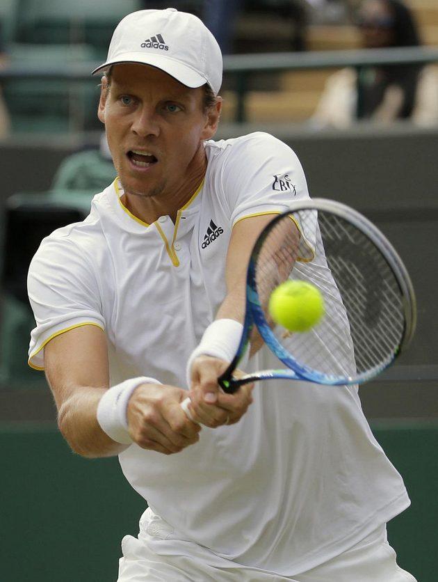 Tomáš Berdych při čtvrtfinále s Novakem Djokovičem.