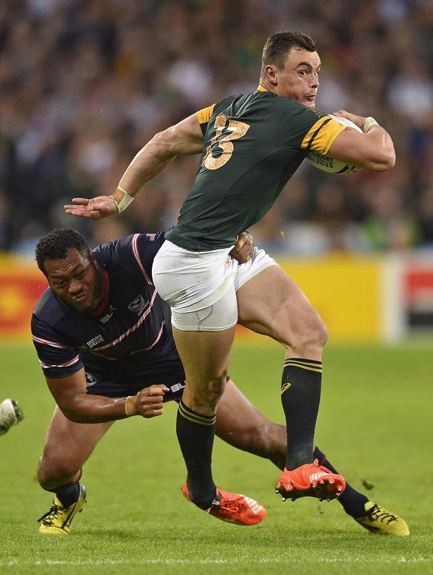Jihoafričan Jesse Kriel (vpředu) uniká v utkání MS ragbistů proti USA.