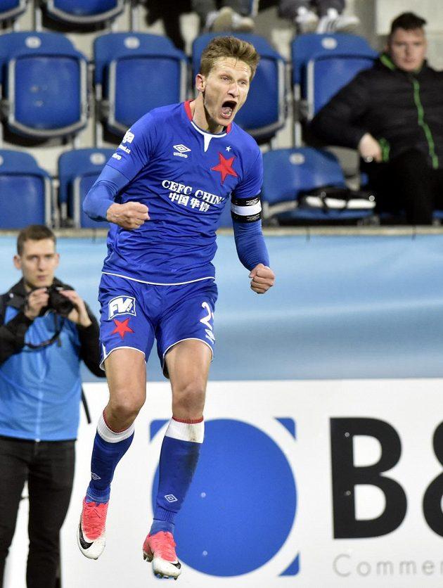 Milan Škoda ze Slavie se raduje z gólu na hřišti Slovácka.