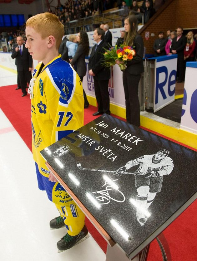 Na stadiónu v Jindřichově Hradci byla odhalena pamětní deska zesnulého hokejisty Jana Marka, který zahynul v roce 2011 při leteckém neštěstí u Jaroslavle.
