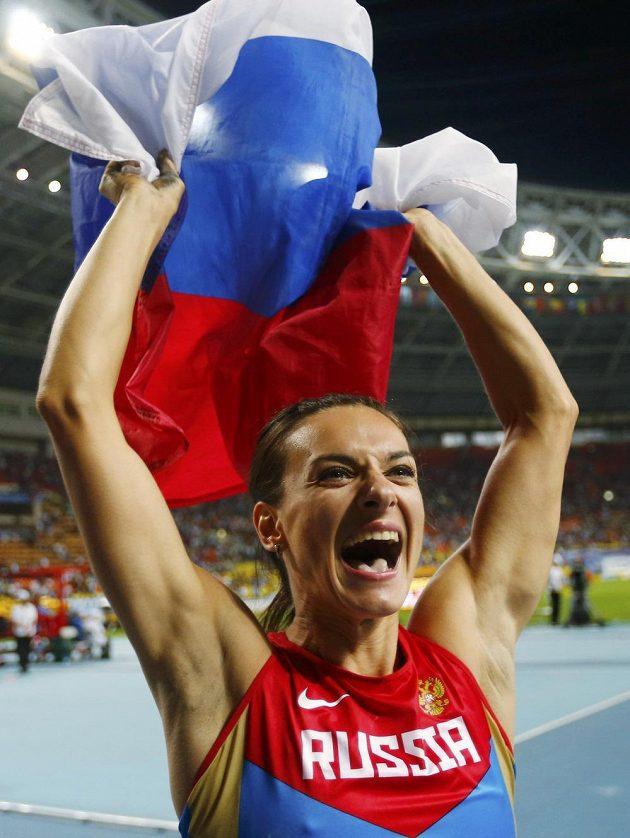 Ruská tyčkařská legenda Jelena Isinbajevová slaví svůj světový triumf v Moskvě.