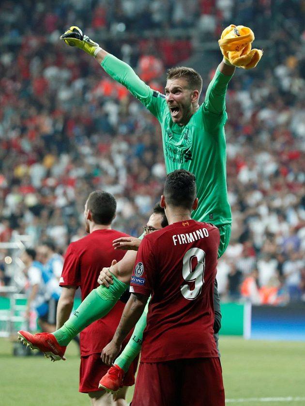 Liverpoolský brankář Adrián se raduje poté, co Tammy Abraham z Chelsea nedal rozhodující penaltu.