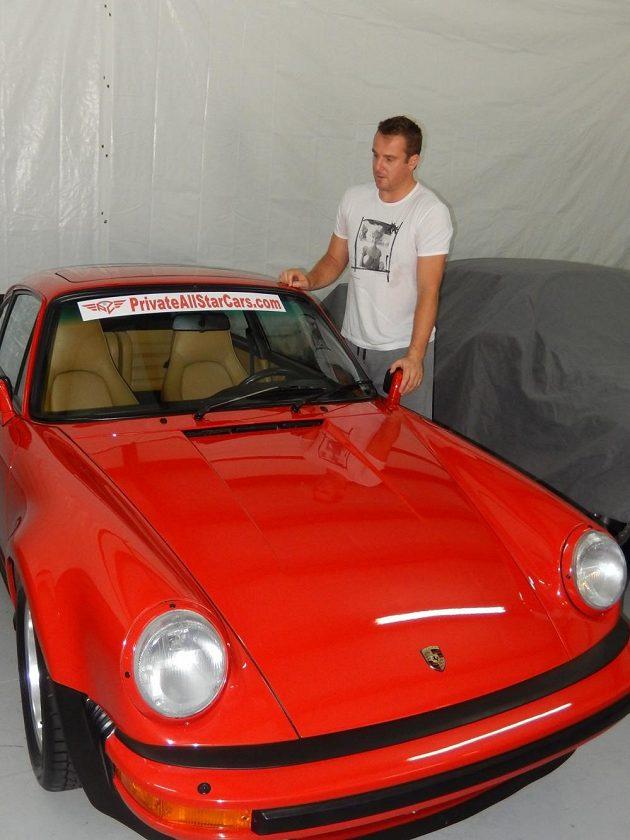 Pavel Kubina se svým Porsche 911 Turbo z roku 1987.