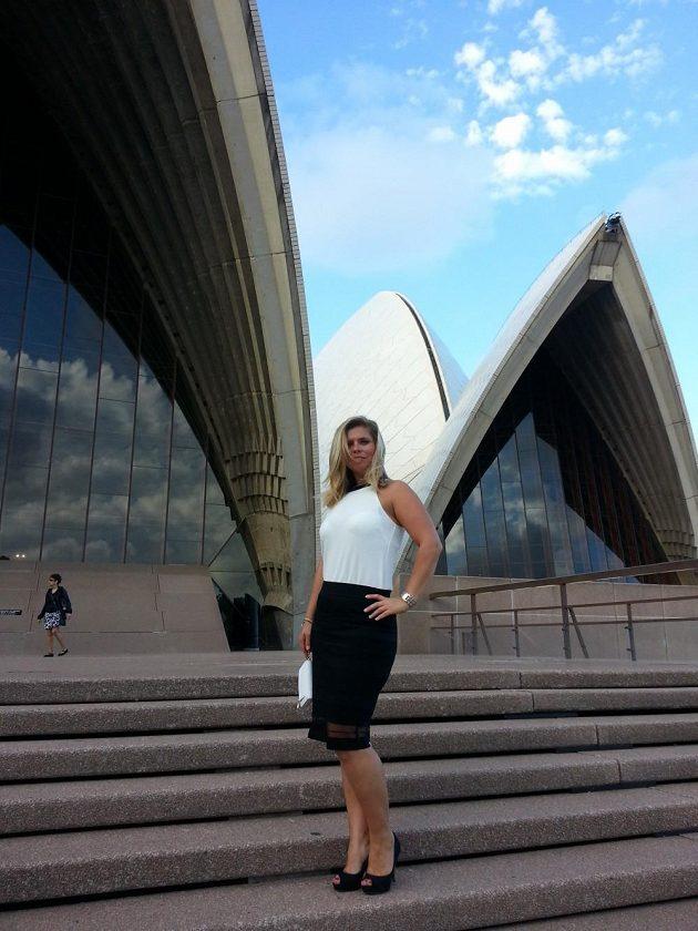 Petra Novotná po několikaměsíčním snažení u Opera House v Sydney.