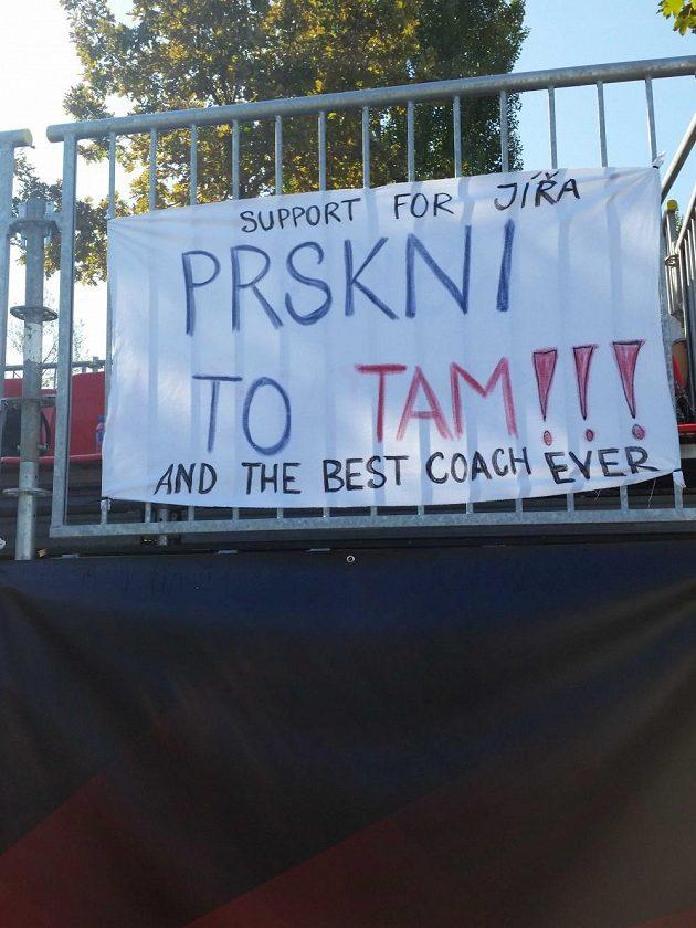 Jiřímu Prskavcovi fo finále nepomohly ani transparenty fanoušků.