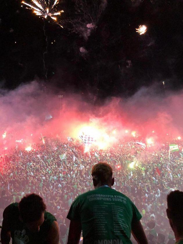 Bouřlivé oslavy titulu s fanoušky Omonie.
