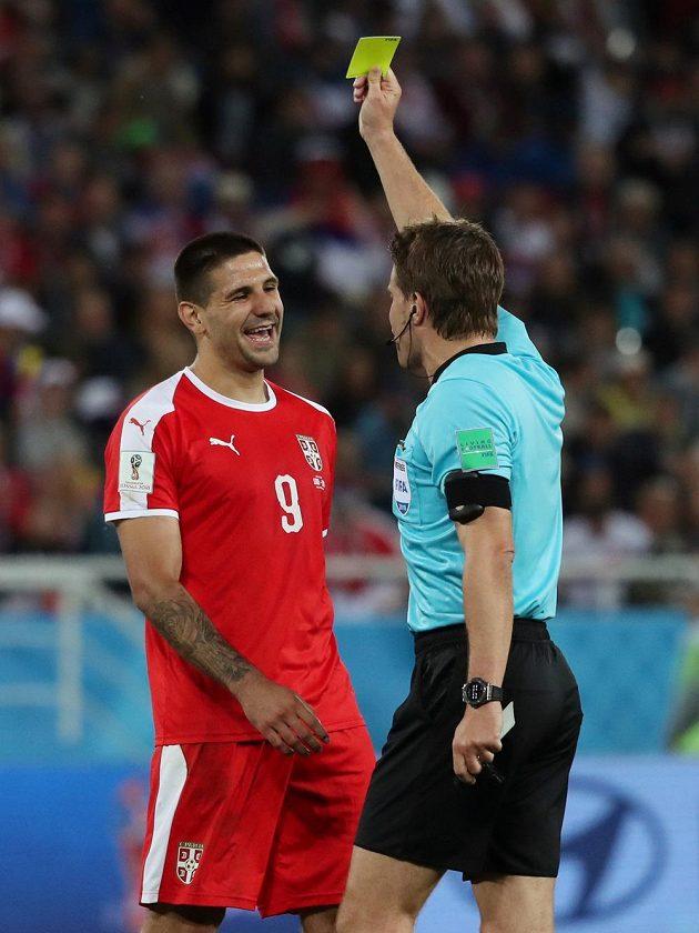A výsledek? Žlutá karta pro srbského reprezentanta.