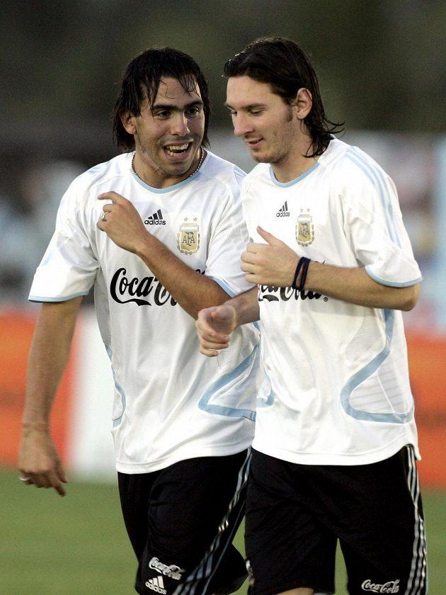Vzájemné spory několikrát popřeli. Tévez (vlevo) a Messi na společném snímku před sedmy lety během tréninku argentinské reprezentace.