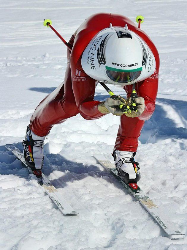 Radek Čermák při úspěšném pokusu o světový rekord na běžkách.
