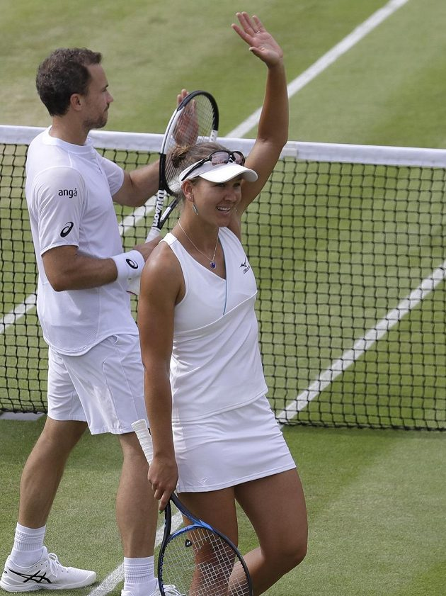 Nicole Melicharová a Bruno Soares se radují z výhry