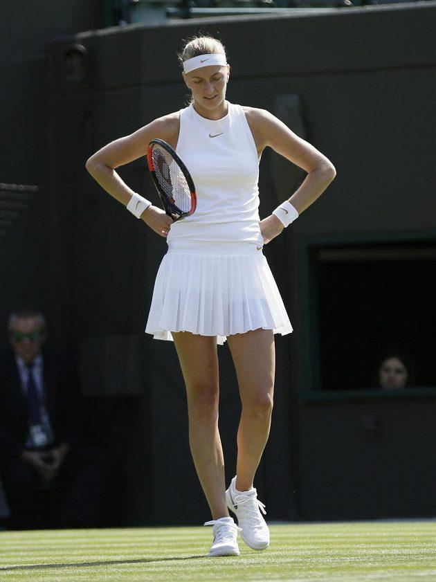Trápení a trápení. Petra Kvitová na letošní Wimbledon nebude mít dobré vzpomínky.