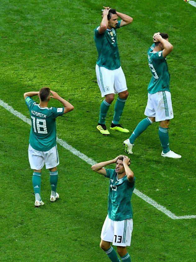 Fotbalisté Německa šokovali celý svět, když prohráli na MS s Koreou 0:2 a jako obhájci titulu se loučí se šampionátem už po základní skupině.