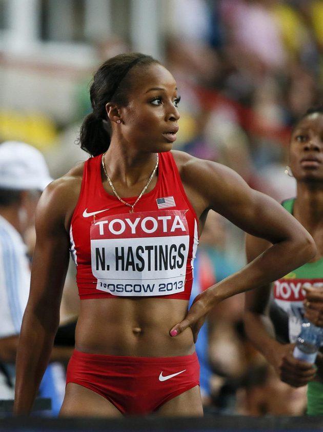 Američanka Natasha Hastingsová po finálovém závodu na 400 metrů.