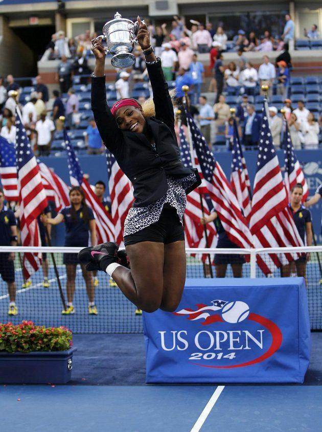 Triumfální poskočení Sereny Williamsové po vítězství na US Open. Americká hráčka vyhrála grandslam v New Yorku už pošesté.