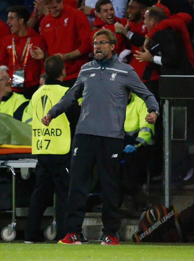 Radost kouče Liverpoolu Juergena Kloppa po úvodním gólu finále Evropské ligy proti Seville.