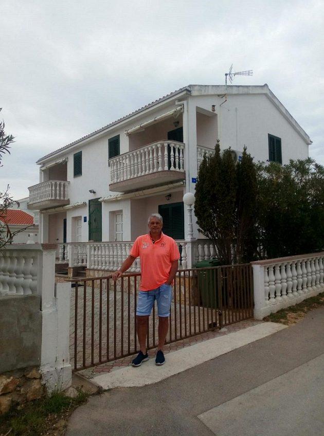 Bývalý stoper Liberce a Bohemians Josef Nesvačil pronajímá na chorvatském ostrově Vir apartmánový dům.