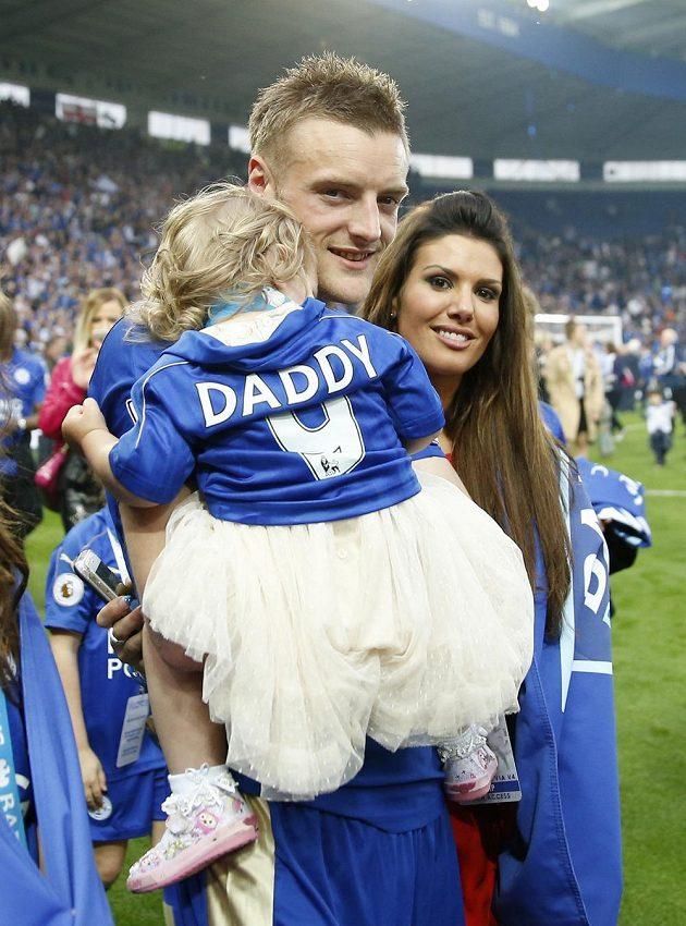 Jamie Vardy, jeden z největších hrdinů Lišek, slavil titul s rodinkou.