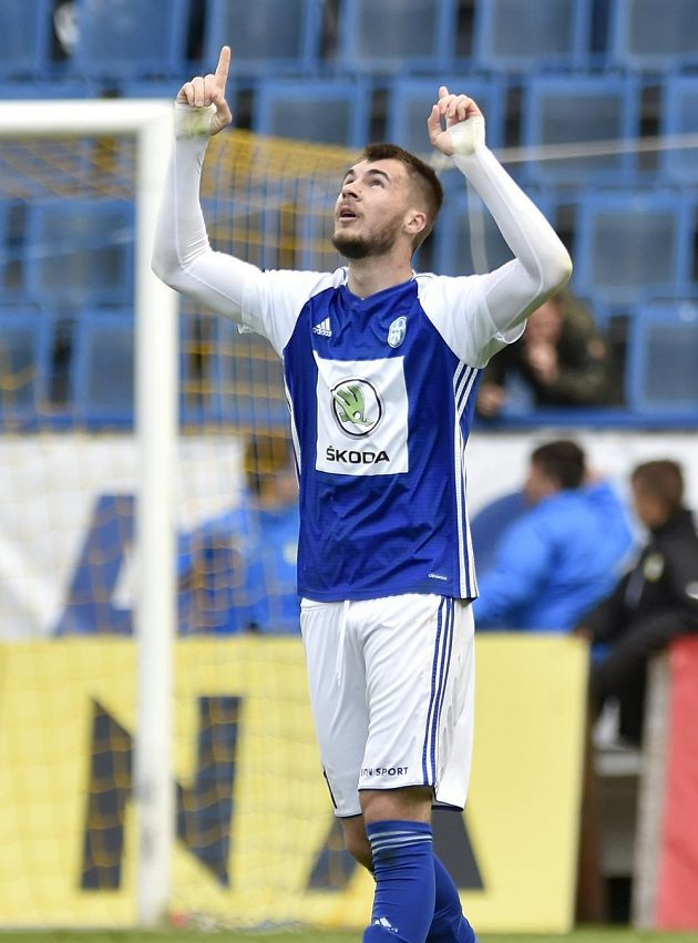 Nikolaj Komličenko z Boleslavi se raduje z gólu v Teplicích.