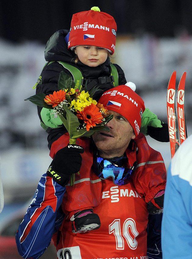 Michal Šlesingr s dcerou Viktorkou po sprintu při SP v Novém Městě na Moravě.