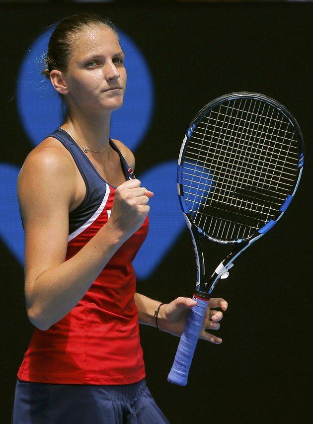 Vítězné gesto Karolíny Plíškové během zápasu 1. kola v Melbourne.