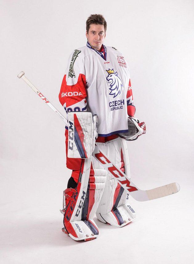 Český hokejový brankář David Rittich v novém reprezentační dresu pro seniorské mužstvo.