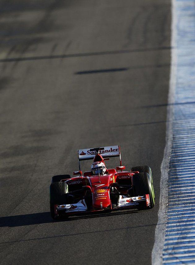 Kimi Räikkönen s ferrari během testování na okruhu v Jerezu.