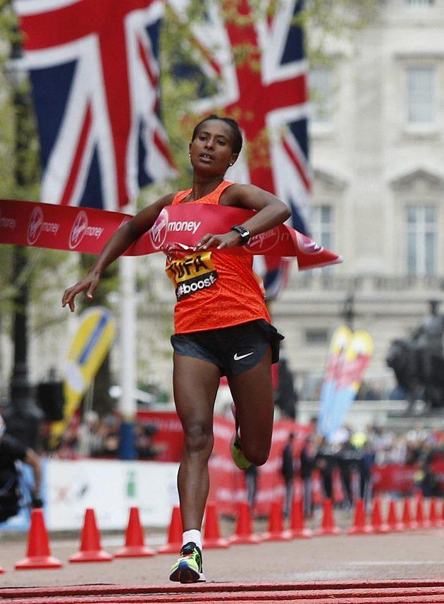Etiopská běžkyně Tufaová zvítězila v Londýnském maratónu.
