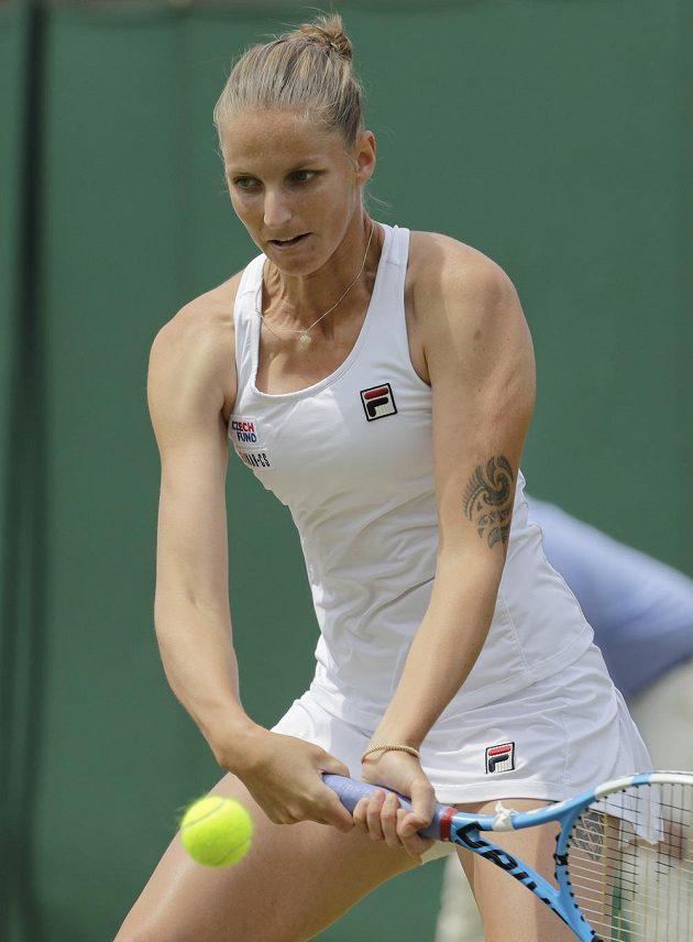 Česká tenistka Karolína Plíšková v akci během Wimbledonu.