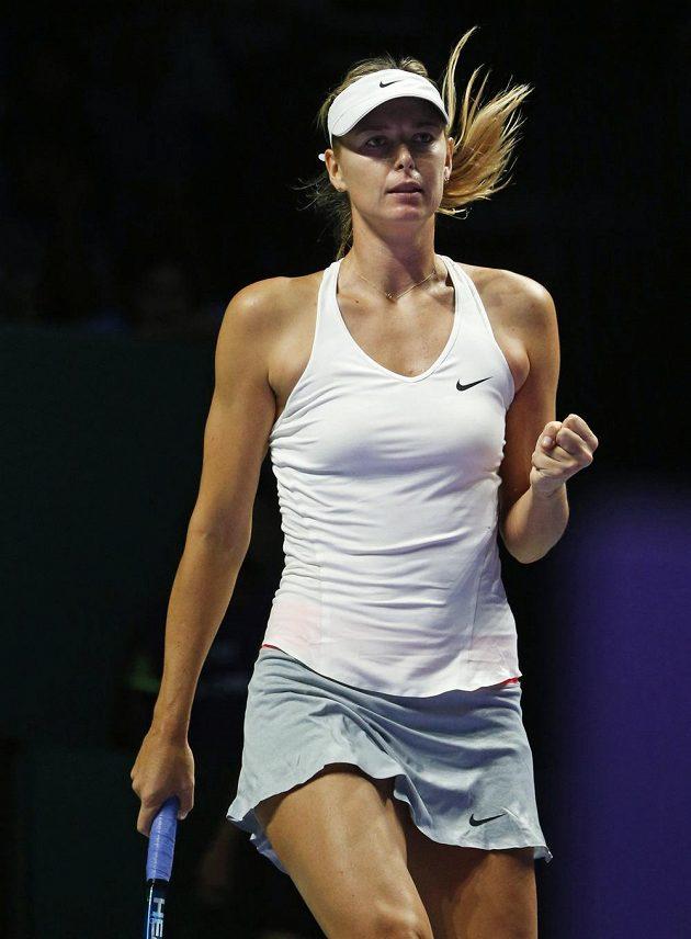 Ruska Maria Šarapovová v utkání s Petrou Kvitovou na Turnaji mistryň.