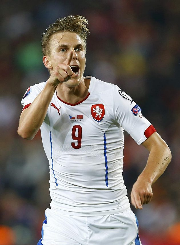 Záložník Bořek Dočkal se raduje ze svého gólu na horké turecké půdě.