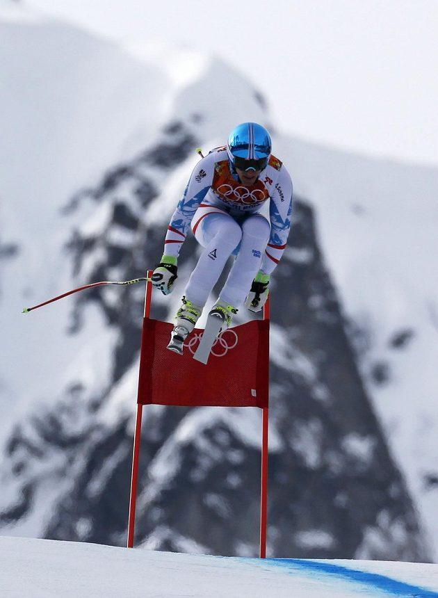 Rakušan Matthias Mayer letí vstříc olympijskému zlatu v Soči.