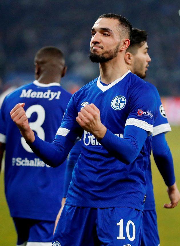 Radost dvojnásobného střelce Schalke 04 Nabila Bentaleba.