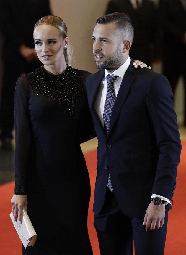 Na svatbě Lea Messiho nechyběl ani fotbalista Jordi Alba s přítelkyní.
