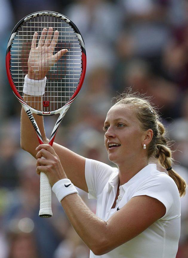 Česká tenistka Petra Kvitová se raduje z postupu do třetího kola Wimbledonu.