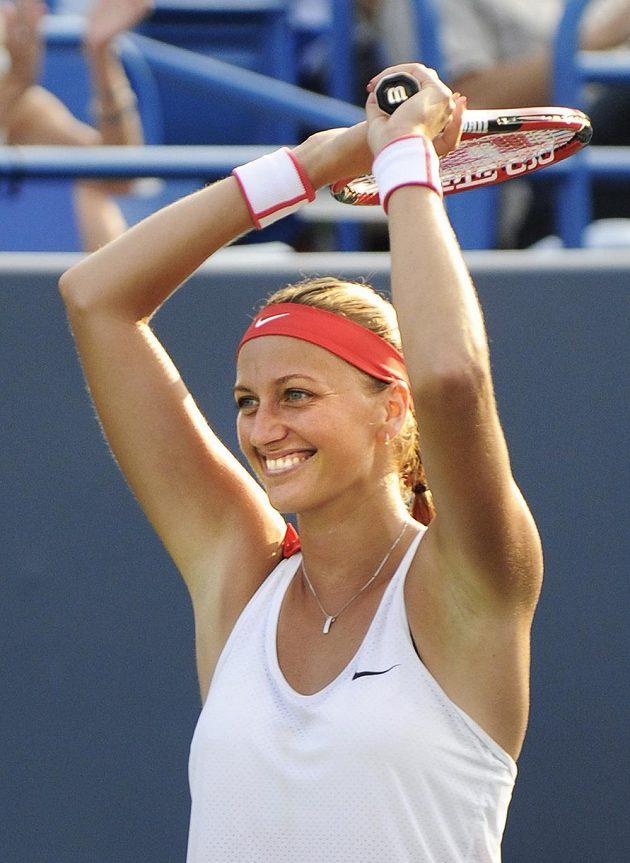 Radost Petry Kvitové po proměněném mečbolu nad Lucií Šafářovou ve finále turnaje v New Havenu.