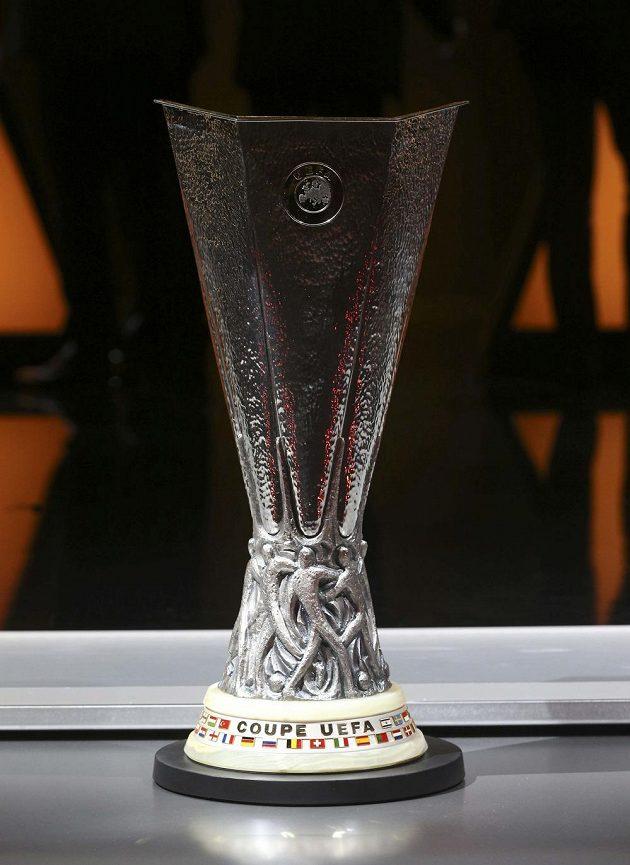 Trofej pro vítěze Evropské ligy. Který tým ji v této sezóně získá?