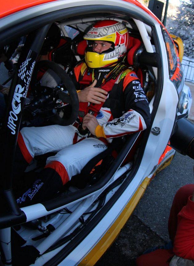 Martin Prokop se chystá vyrazit na rychlostní zkoušku během Rallye Monte Carlo.