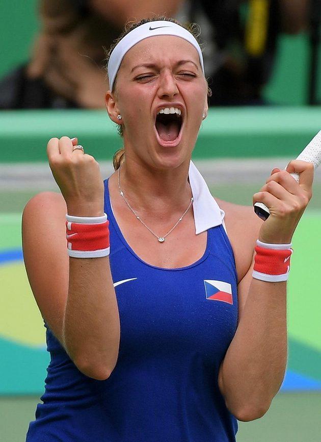 Velká radost Petry Kvitové po vítězství nad Dánkou Caroline Wozniackou v druhém kole olympijském turnaji.
