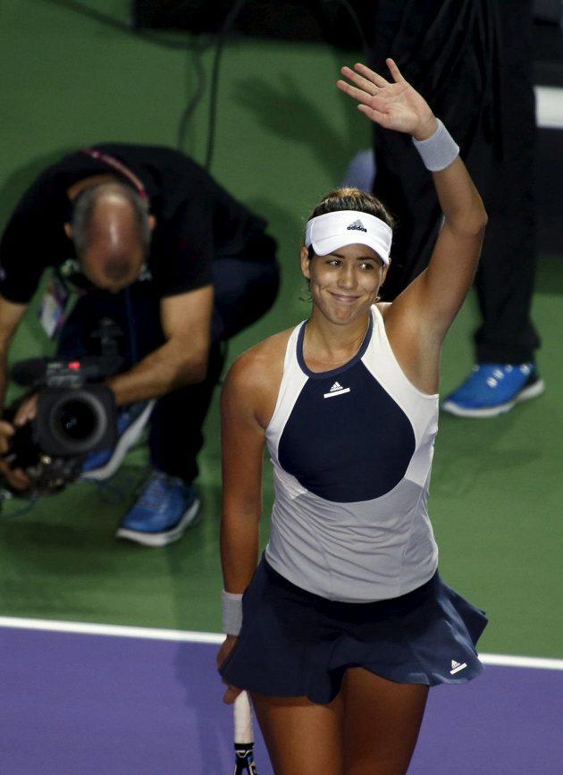 Španělka Garbiňe Muguruzaová se raduje z vítězství nad Petrou Kvitovou na Turnaji mistryň v Singapuru.