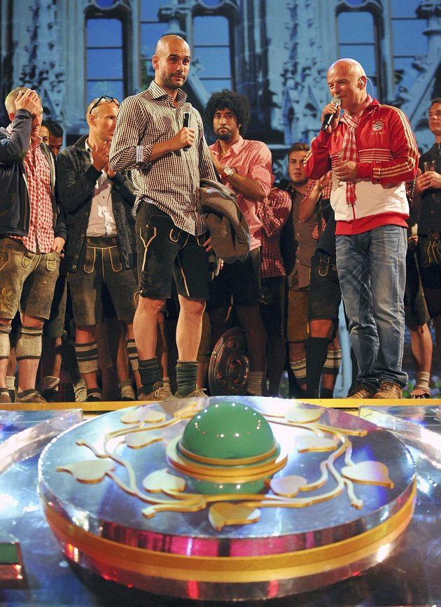 Miluju vás, jsem Mnichovan... Olsva ny radnici si Pep Guardiola užil v bavorském kroji.