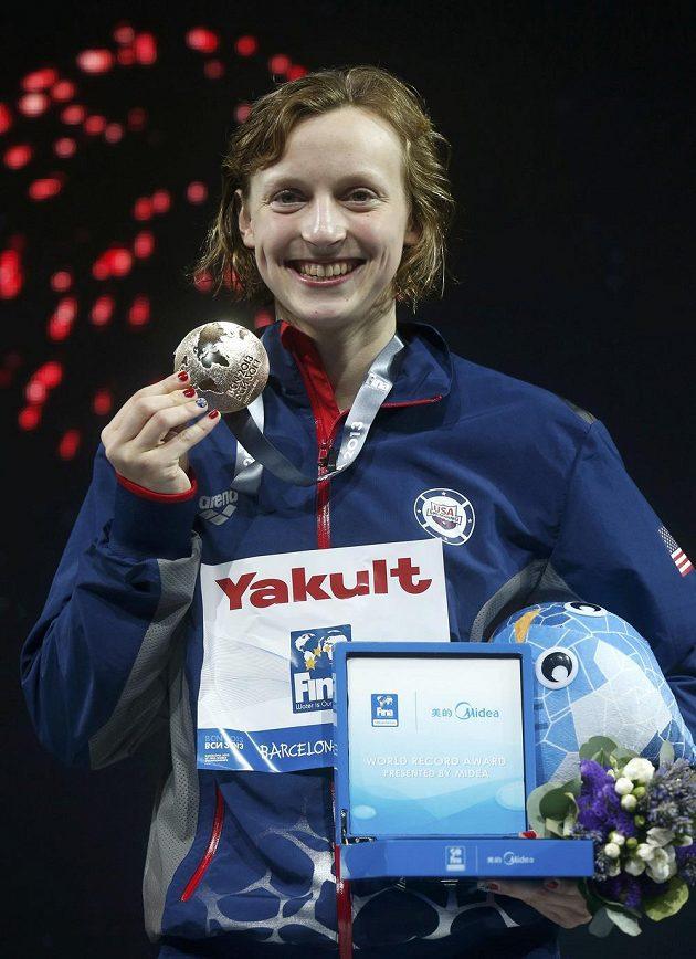 Američanka Katie Ledecká, která má české předky, v pouhých 16 letech zazářila světovým rekordem na patnáctistovce 15:36,53 minuty.