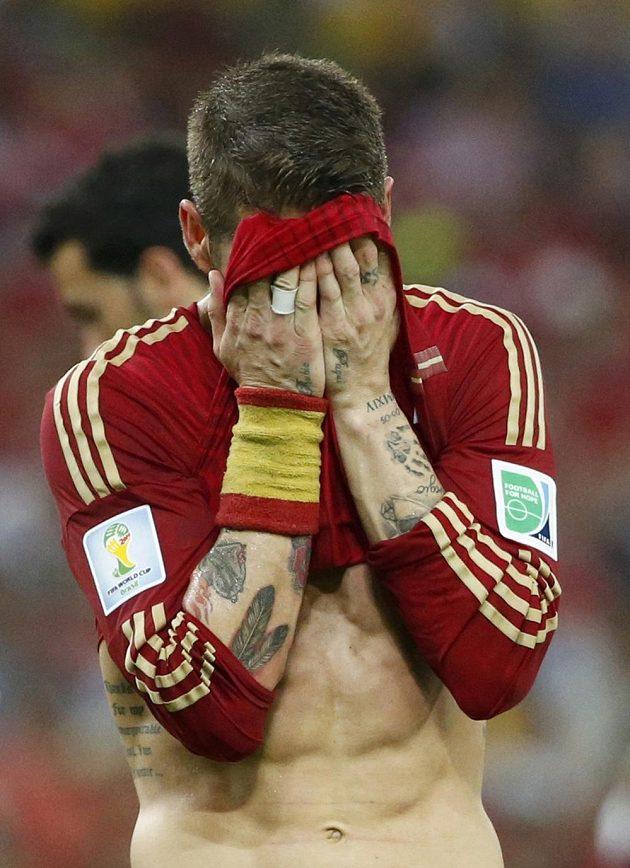 Rozčarovaný španělský zadák Sergio Ramos.