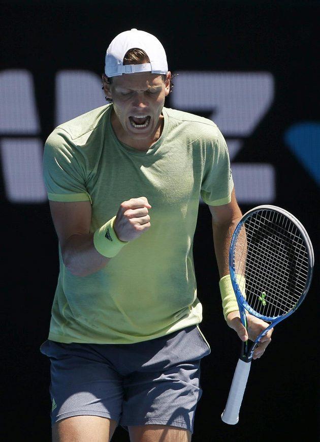 Tomáš Berdych se povzbuzuje v osmifinálovém utkání Australian Open.