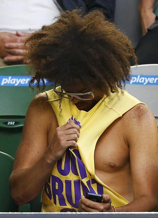 I přítel Viktorie Azarenkové, hudebník Redfoo, se při finále dámské dvouhry pořádně zapotil.